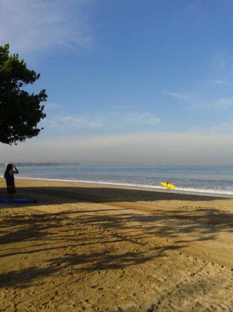 Pagi di pantai kuta..